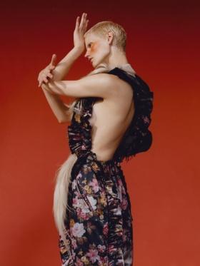 英国版《Vogue》十一月刊时尚大片 | 摄影 Harley Weir