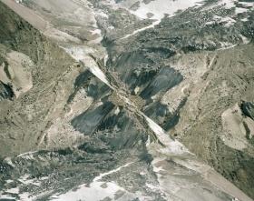 Dan Holdsworth | 镜像山脉