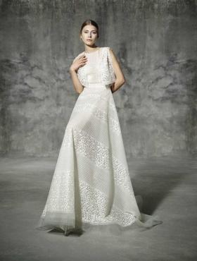 来自Yolancris 2016 Bridal Collection- Romantic Lace系列