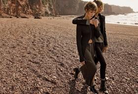 美国版《Vogue》十一月刊时尚大片 | 摄影 Camilla Nickerson