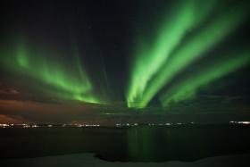 冰岛。四川藏区。佛学院。