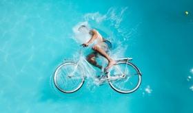 Nate Bolt |游泳池骑自行车的人