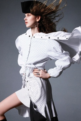 《Harper's Bazaar》十二月刊时尚大片   摄影 Felix Cooper