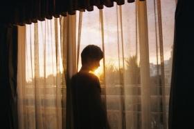 我愿化作清晨叫醒你的阳光