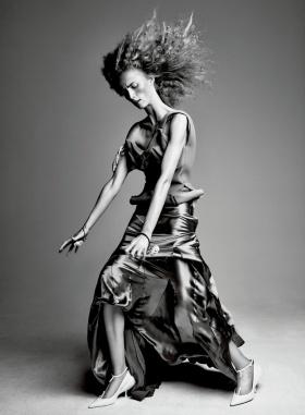 《Interview 》十二月刊黑白时尚大片 | 摄影 Patrick Demarchelier