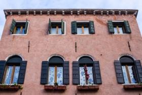 Windows in Venice·威尼斯的窗
