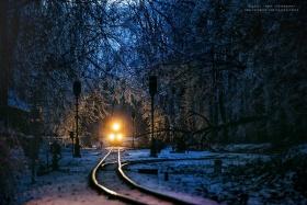 火车开往冬天 |摄影师Tamás Rizsavi