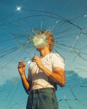 20岁年轻摄影师Simon Kerola 的实验影像