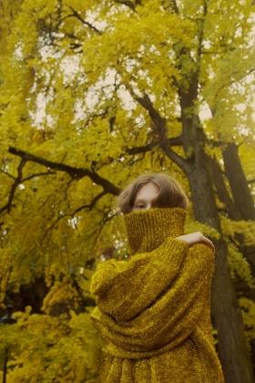 Marta Bevacqua 人像摄影作品【autumn colors: red, yellow, green,】