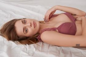 Adrianna Zajdler 人像摄影作品【In bed with Dag】