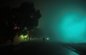 浓雾散不开