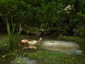 """摄影师Julia Fullerton-Batten作品系列""""Old Father Thames"""" """