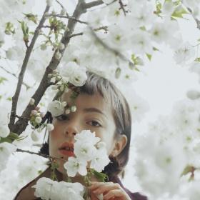 花与少女 | Marta Bevacqua