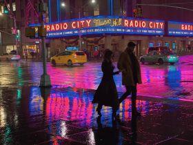 雨夜,染色的街   Eric Van Nynatten