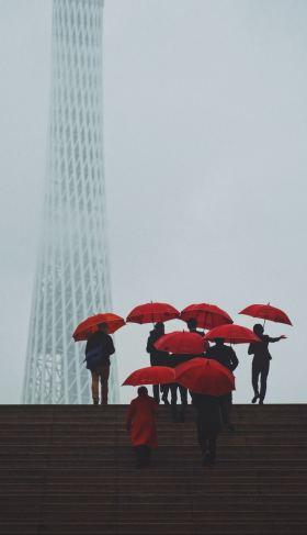 都市意象与现实的觥筹交错