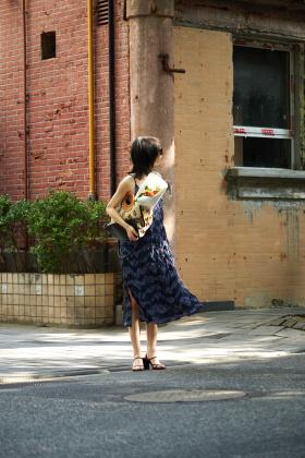 散步在阳光街头