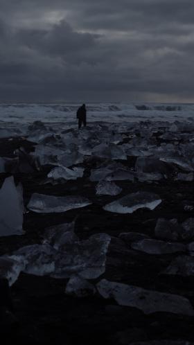 夜坠落在北极的海