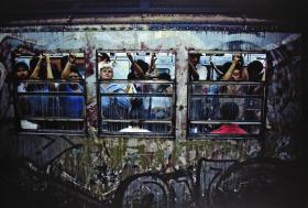 80年代的纽约地铁 | 玛格南摄影师 Bruce Davidson (布鲁斯·达维森) 