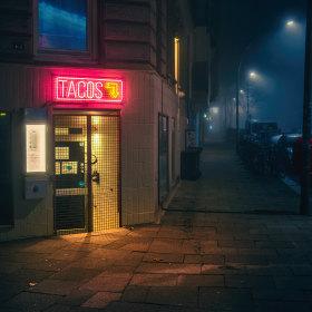 午夜,孤独的城市街头 | Mark Broyer