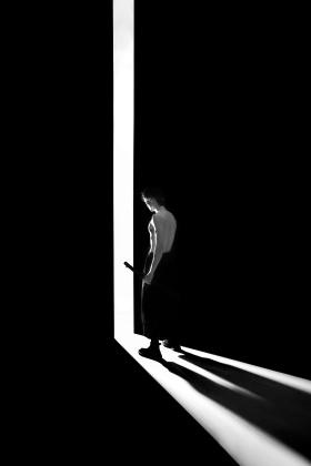 身在黑暗,心向光明。