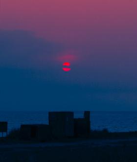 是日落浪漫還是拍日落的人?