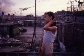 80年代的香港,杂乱的九龙城寨天 | 摄影师Greg Girard