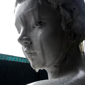 哭泣的雕塑