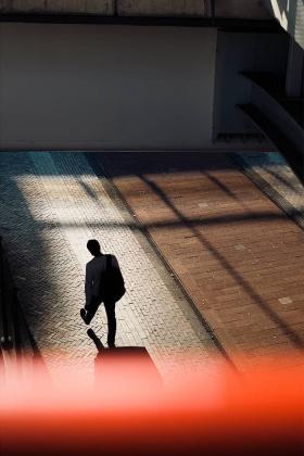 光与影的街头 | 摄影师Bas Hordijk