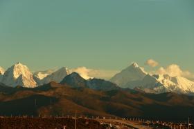 夕阳+雪山